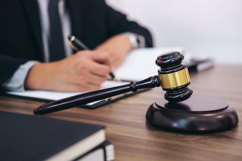 Prawo jest bezwzględne - za kradzież w pracy grozi dyscyplinarka /123RF/PICSEL