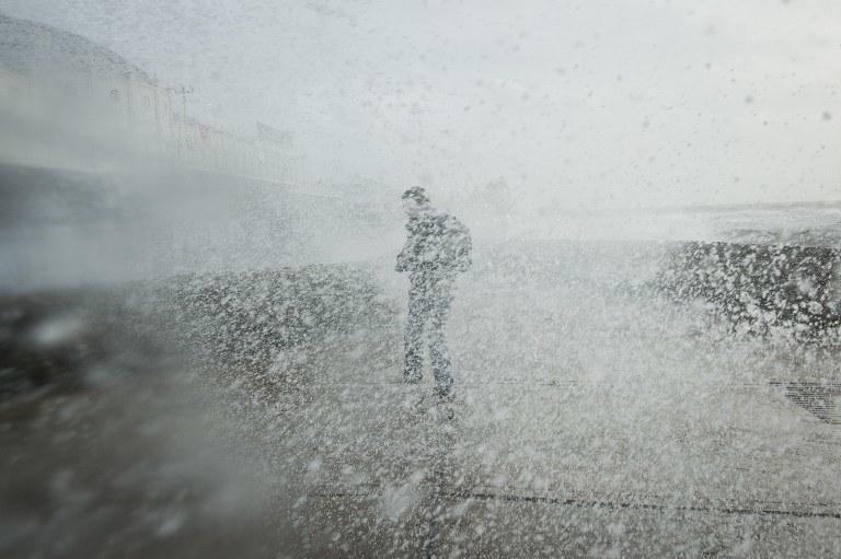 Prędkość wiatru może osiągnąć nawet w porywach165 km na godz. /AFP