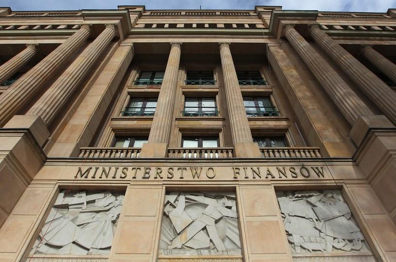 Premie trafiły przede wszystkim w ręce urzędników tropiących m.in. wyłudzenia podatku VAT /Stanisław Kowalczuk /East News