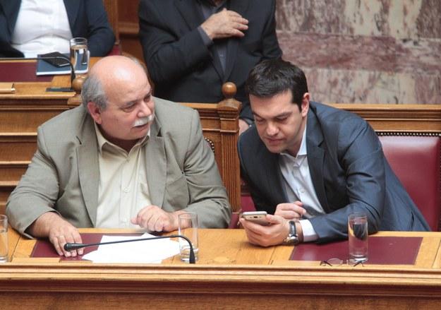 Premier Aleksis Cipras i minister spraw wewnętrznych Nikos Voutsis //PANTELIS SAITAS /PAP/EPA