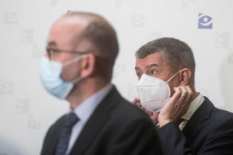 Premier Andrej Babisz (z prawej) i minister zdrowia Jan Blatny /AFP