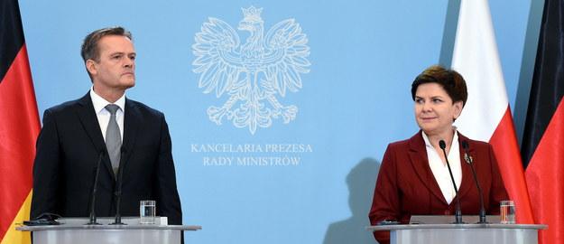 Premier Beata Szydło i członek zarządu Mercedes-Benz Cars Markus Schaefer /PAP/Radek Pietruszka    /PAP