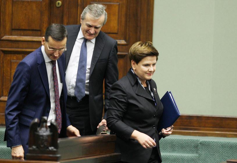Premier Beata Szydło i jej potencjalni następcy: Mateusz Morawiecki i Piotr Gliński /Stanisław Kowalczuk /East News