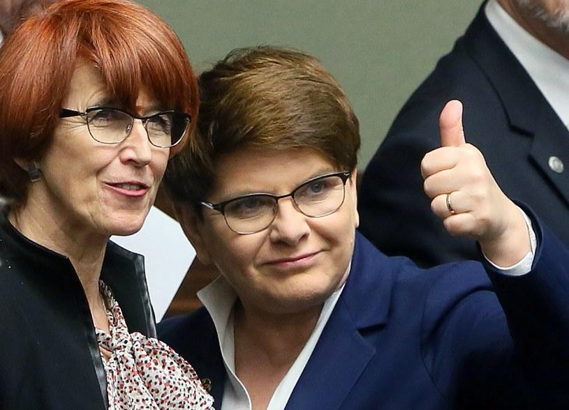Premier Beata Szydło i minister rodziny, pracy i polityki społecznej Elżbieta Rafalska /Tomasz Gzell /PAP