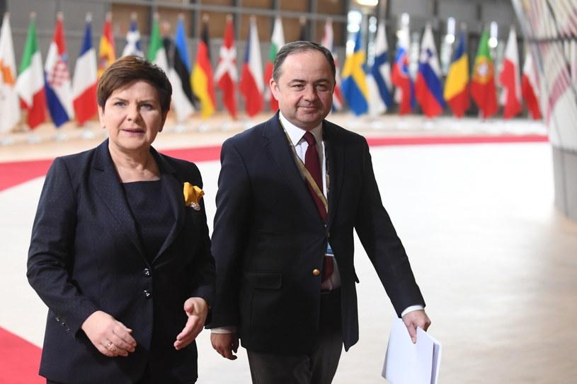Premier Beata Szydło i sekretarz stanu ds. europejskich w MSZ Konrad Szymański przybyli na posiedzenie Rady Europejskiej w Brukseli /Bartłomiej Zborowski /PAP