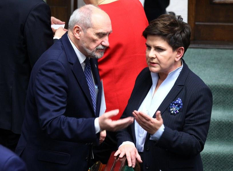 Premier Beata Szydło i szef MON Antoni Macierewicz /Stanisław Kowalczuk /East News