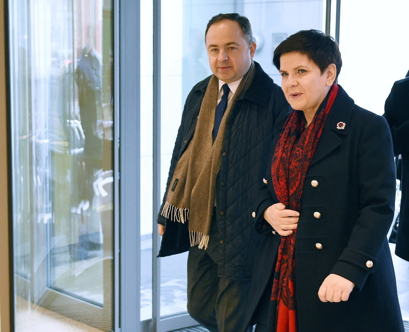 Premier Beata Szydło i wiceminister Konrad Szymański /Radek Pietruszka /PAP