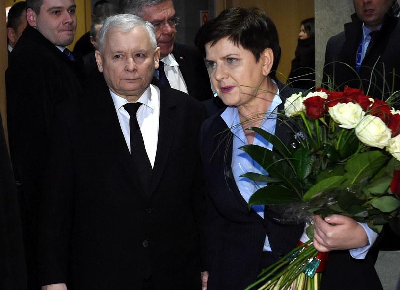 Premier Beata Szydło na warszawskim lotnisku po powrocie z Brukseli /Radek Pietruszka /PAP