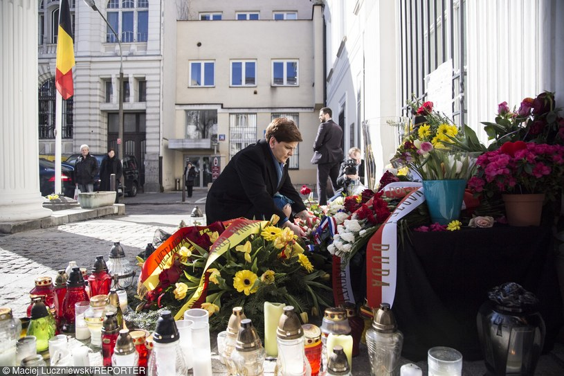 Premier Beata Szydło oddaje hołd ofiarom zamachów w Brukseli /Maciej Luczniewski/REPORTER /East News