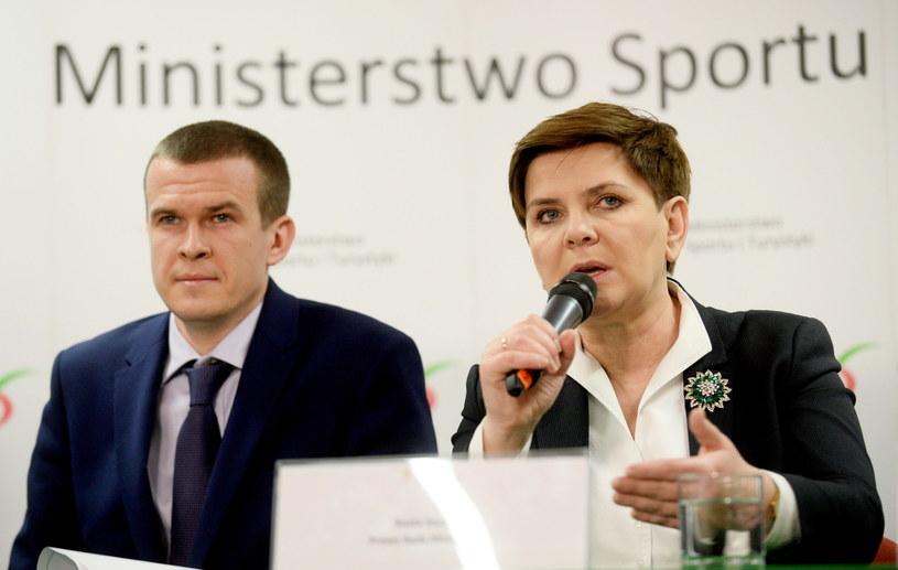 Premier Beata Szydło oraz minister sportu i turystyki Witold Bańka /Bartłomiej Zborowski /PAP