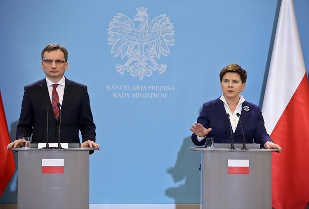 Premier Beata Szydło (P) i minister sprawiedliwości prokurator generalny Zbigniew Ziobro (L) /PAP