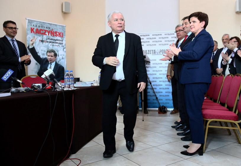 Premier Beata Szydło (P) i prezes Prawa i Sprawiedliwości Jarosław Kaczyński (C) /Paweł Suparnak /PAP
