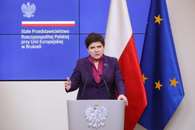 Premier Beata Szydło podczas konferencji prasowej, na zakończenie Szczytu Partnerstwa Wschodniego w Brukseli /Paweł Supernak /PAP