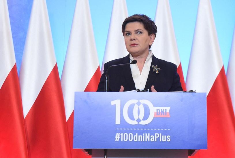 Premier Beata Szydło podczas konferencji prasowej /Radek Pietruszka /PAP