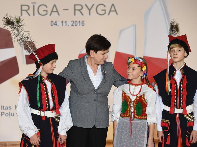Premier Beata Szydło podczas spotkania z łotewską Polonią /Radek Pietruszka /PAP