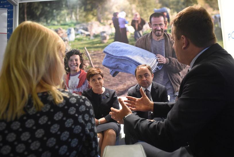 Premier Beata Szydło podczas spotkania z przedstawicielami polskich organizacji pozarządowych realizujących projekty humanitarne na Światowym Szczycie Humanitarnym w Stambule /Radek Pietruszka /PAP