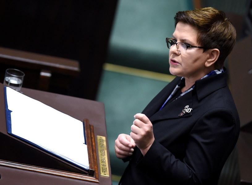 Premier Beata Szydło podczas wygłaszania expose /Radek Pietruszka /PAP