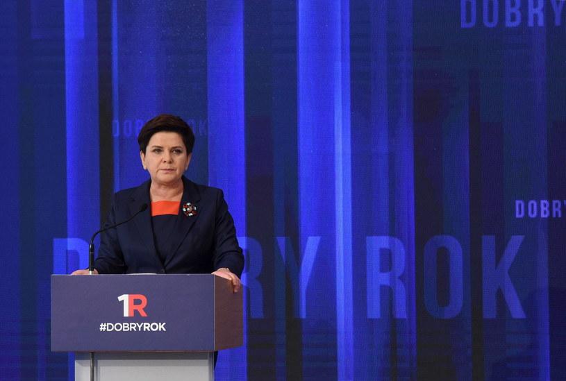 Premier Beata Szydło podsumowała rok rządów PiS /Radek Pietruszka /PAP