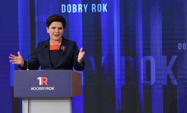 Premier Beata Szydło podsumowuje rok swojego gabinetu /Radek Pietruszka /PAP