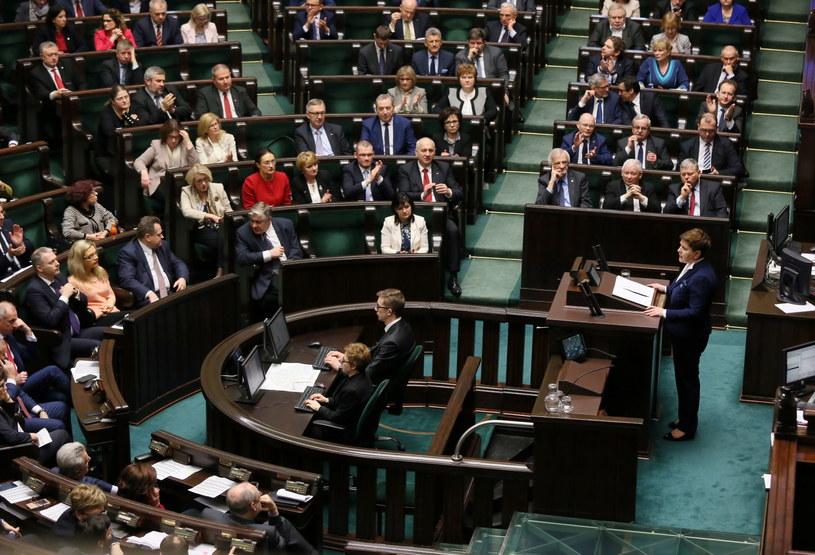 Premier Beata Szydło przemawia w Sejmie /Tomasz Gzell /PAP