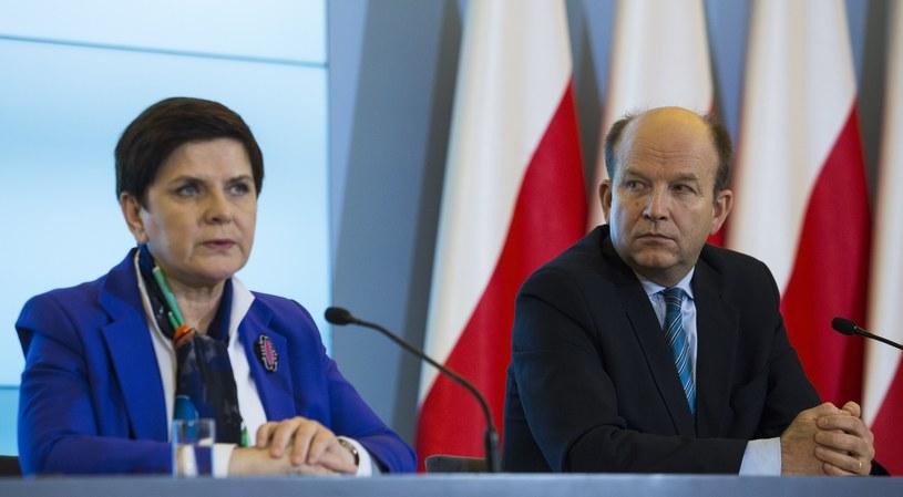 Premier Beata Szydło przeprowadziła rozmowę z ministrem Konstantym Radziwiłłem /Andrzej Hulimka  /Reporter
