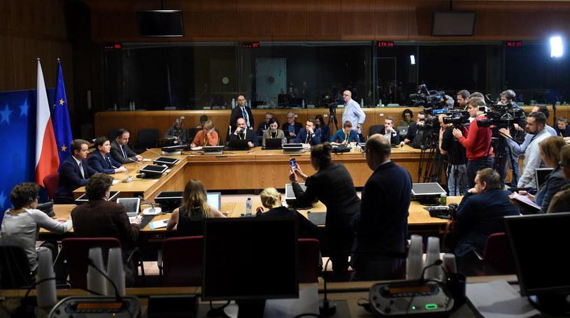 Premier Beata Szydło, rzecznik rządu Rafał Bochenek i wiceminister spraw zagranicznych Konrad Szymański podczas konferencji prasowej po zakończeniu pierwszego dnia szczytu Unii Europejskiej w Brukseli /Radek Pietruszka /PAP