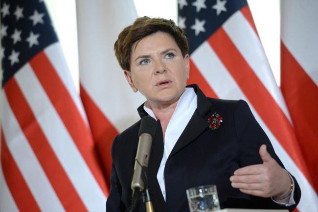 Premier Beata Szydło w konsulacie RP w Nowym Jorku /Jacek Turczyk /PAP