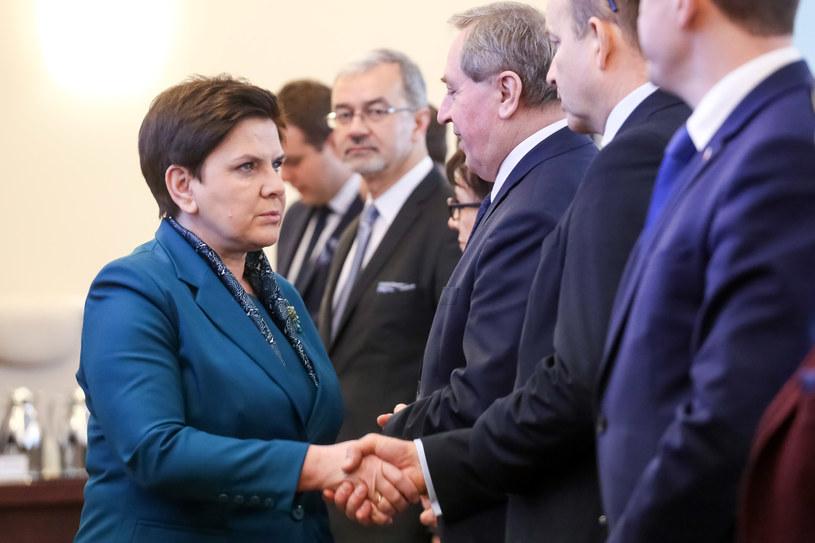 Premier Beata Szydło w towarzystwie ministrów /fot. Simona Supino  /Agencja FORUM