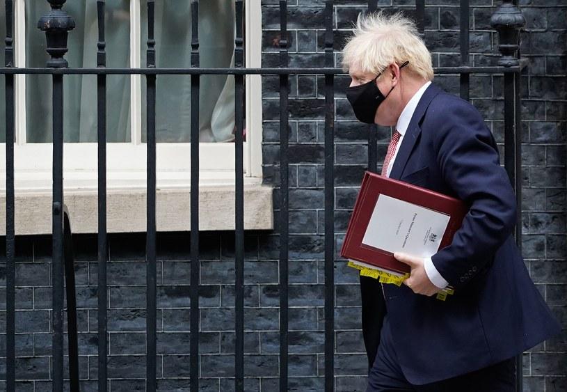 Premier Boris Johnson przed Downing Street /AFP