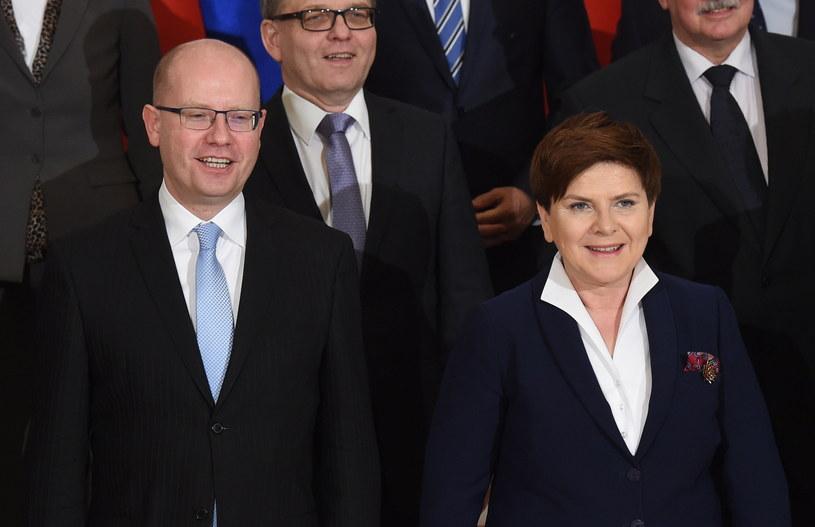 Premier Czech Bohuslav Sobotka oraz premier Beata Szydło /Radek Pietruszka/ PAP /PAP/EPA