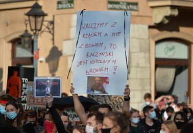 Premier do protestujących: Niech ten gniew skupia się na mnie