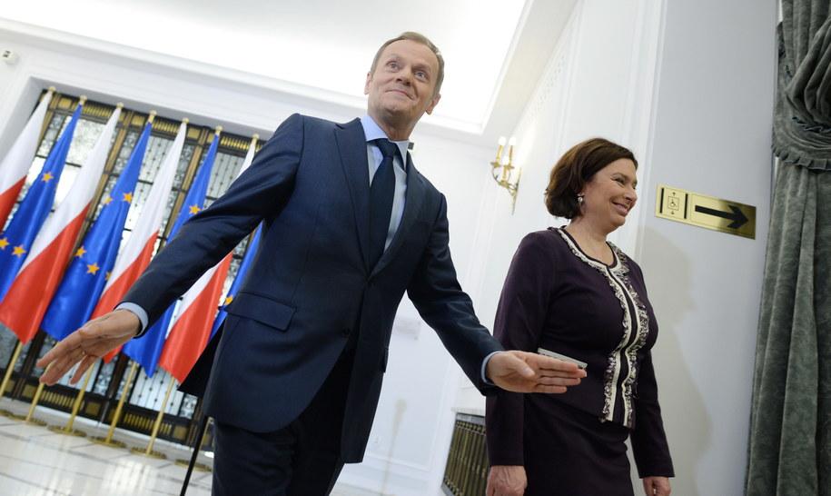 Premier Donald Tusk i rzeczniczka rządu Małgorzata Kidawa-Błońska po konferencji prasowej /Jacek Turczyk /PAP