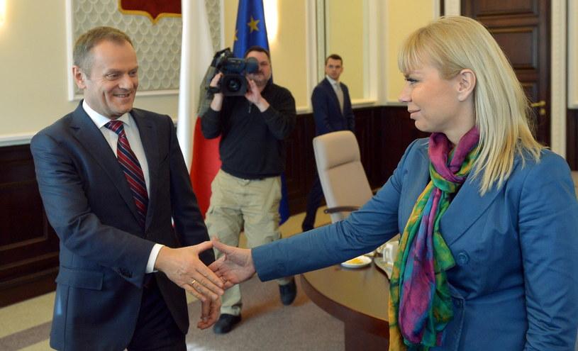 Premier Donald Tusk i wicepremier, infrastruktury i rozwoju Elżbieta Bieńkowska /Radek Pietruszka /PAP