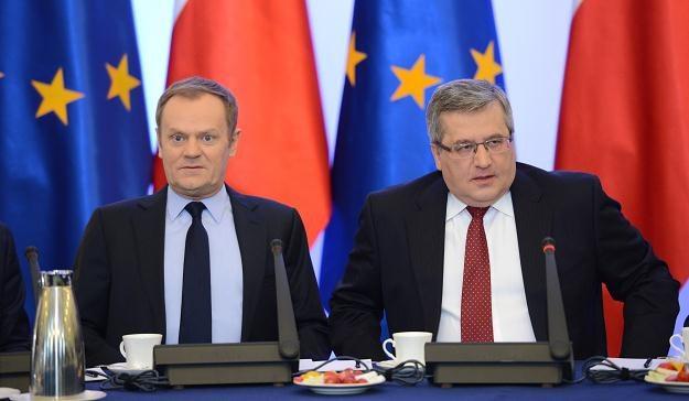 Premier Donald Tusk (L) i prezydent Bronisław Komorowski /fot. Jacek Turczyk /PAP