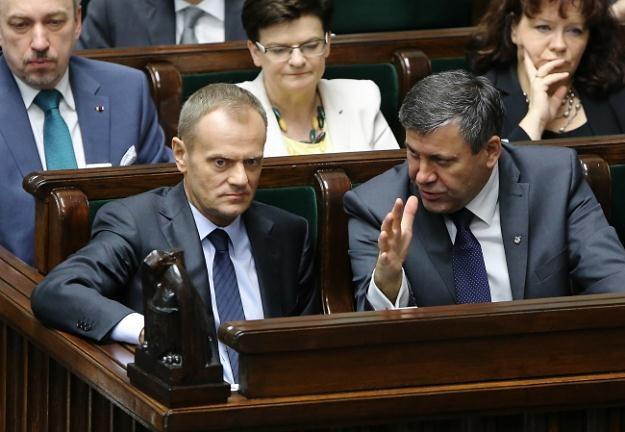 Premier Donald Tusk (L) i wicepremier, minister gospodarki Janusz Piechociński /PAP