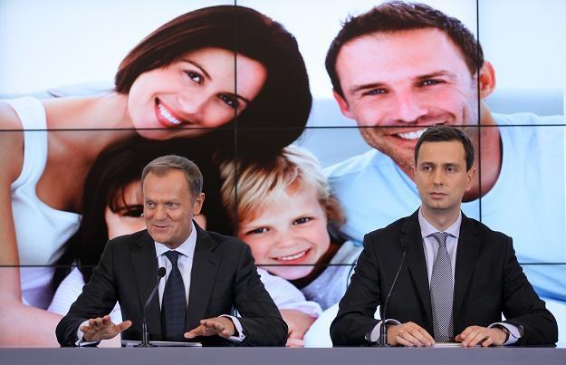 Premier Donald Tusk (L) oraz minister pracy Władysław Kosiniak-Kamysz (P) /PAP