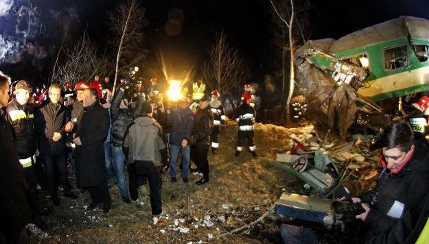Premier Donald Tusk na miejscu wypadku, fot. Andrzej Grygiel /PAP