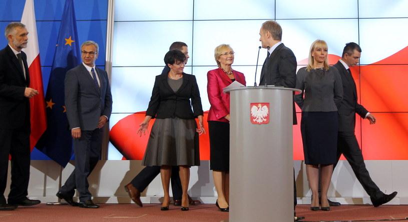 Premier Donald Tusk oraz kandydaci na nowych ministrów /Radek Pietruszka /PAP