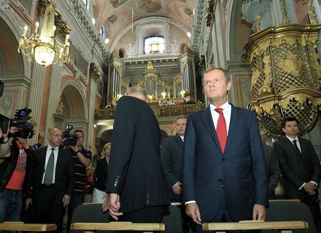 Premier Donald Tusk podczas mszy świętej z Polonią w Wilnie, fot. R. Pietruszka /PAP