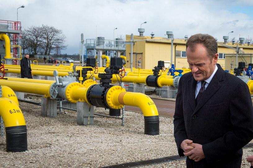 Premier Donald Tusk podczas wizyty na terenie węzła rozdzielczego gazu w Gustorzynie podczas wizyty na terenie węzła rozdzielczego gazu w Gustorzynie /Tytus Żmijewski /PAP