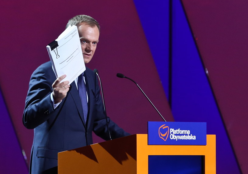 Premier Donald Tusk przemawia podczas konwencji /Rafał Guz /PAP