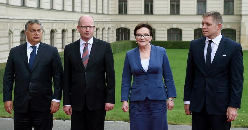 Premier Ewa Kopacz (2P) oraz premier Czech Bohuslav Sobotka (2L), premier Węgier Viktor Orban (L) i premier Słowacji Robert Fico (P) pozują do wspólnego zdjęcia na spotkaniu premierów państw Grupy Wyszehradzkiej /Radek Pietruszka /PAP