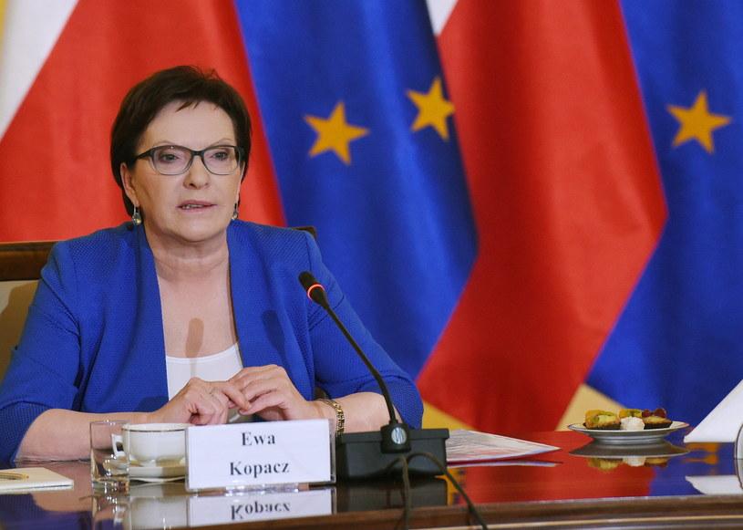 Premier Ewa Kopacz, 9.10 w KPRM podczas spotkania w sprawie uchodźców /Radek Pietruszka /PAP