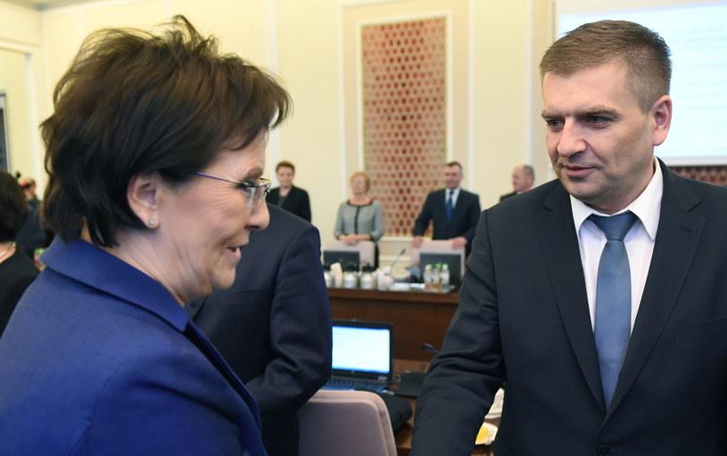 Premier Ewa Kopacz i minister zdrowia Bartosz Arłukowicz podczas posiedzenia Rady Ministrów, 07.01.2015 /Radek Pietruszka /PAP