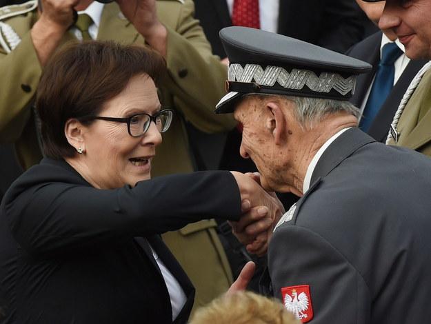 Premier Ewa Kopacz i prezes Zarządu Głównego Związku Powstańców Warszawskich Zbigniew Ścibor-Rylski /Radek Pietruszka /PAP