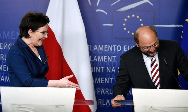 Premier Ewa Kopacz i przewodniczący Parlamentu Europejskiego Martin Schulz podczas konferencji prasowej po spotkaniu w Brukseli /Radek Pietruszka /PAP