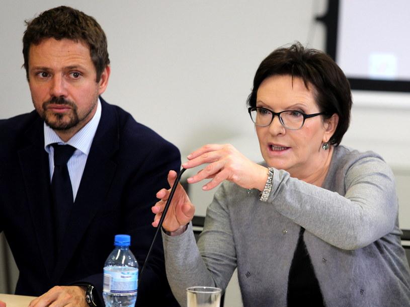 Premier Ewa Kopacz i wiceminister spraw zagranicznych Rafał Trzaskowski /Andrzej Grygiel /PAP