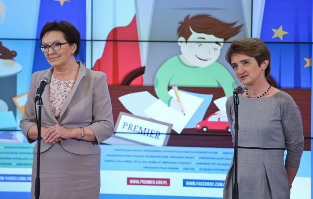 Premier Ewa Kopacz (L) oraz minister infrastruktury i rozwoju Maria Wasiak (P) /PAP