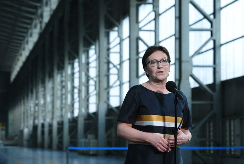Premier Ewa Kopacz na konferencji prasowej po wizycie w krakowskiej hucie /Radek Pietruszka /PAP