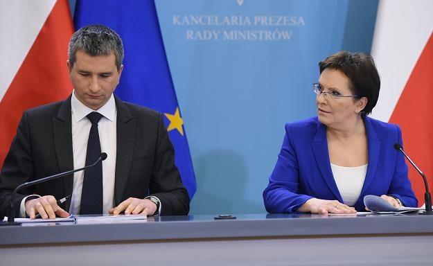 Premier Ewa Kopacz (P) i minister finansów Mateusz Szczurek (L) /PAP